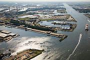 Nederland, Amsterdam, Havengebied, 17-06-2008; draagvleugelboot van vervoerder Connexion gaat richting IJmuiden en passeert op het Noordzeekanaal het cruiseschip Prinsendam; linksonder - met drijvende bokken - de Coenhaven; diagonaal in het midden, de Einsteinweg, de weg naar de Coentunnel (door bomen omzoomd), daar boven de Petroleumhaven en de Jan van Riebeekhaven;   .port of Amsterdam, with oil and patrol tanks, cruise ship and hydrofoil boat for cummuters .luchtfoto (toeslag); aerial photo (additional fee required); .foto Siebe Swart / photo Siebe Swart