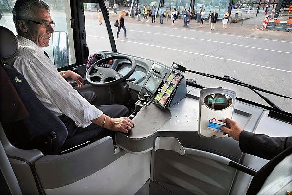 Nederland, Nijmegen, 26-6-2009De bussen van het openbaar vervoer in de KAN regio zijn uitgerust met een kaartlezer voor de ov-chipkaart.Foto: Flip Franssen/Hollandse Hoogte