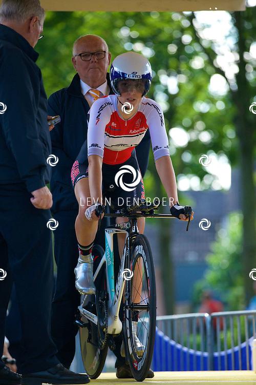 ZALTBOMMEL - Het NK tijdrijden is van start gegaan in Zaltbommel. Diversen amateurs, nieuwe en ook professionele wielrenners gaan hier van start vandaag. Met op de foto Lauren Arnouts. FOTO LEVIN DEN BOER - KWALITEITFOTO.NL