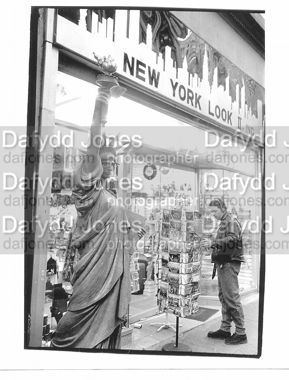 New York. 1993 approx. © Copyright Photograph by Dafydd Jones 66 Stockwell Park Rd. London SW9 0DA Tel 020 7733 0108 www.dafjones.com