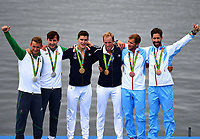 Roing , Rio 2016, Rudern Herren Leichter Doppelzweier, Olympiasieger Frankreich (160812) -- RIO DE JANEIRO, Aug. 12, 2016 -- Gold medalists France s athletes (C), silver medalists Ireland s athletes (L), bronze medalists Norway s athletes attend the awarding ceremony for the lightweight men s double sculls final of rowing at the 2016 Rio Olympic Games <br /> Are Strandli og Kristoffer Brun<br /> <br /> Norway only