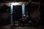 Mai 2018. Les Disparus - Sénégal Episode 2. Région de Tambacounda à l'est du Sénégal. Village de Kothiary. Famille Senghor : le rescapé: Ibrahima Senghor, 29 ans; Ses enfants: Tiémoko, 3 ans, Malick, 18 mois. D'autres membres de sa famille vivent avec lui. Familles de jeunes hommes migrants disparus le 18 avril 2015 dans un chalutier bleu d'une vingtaine de mètres rentrée en collision avec le King Jacob, porte-conteneurs de 150 mètres, au large de l'Italie. Entre 800 et 1000 migrants étaient dans le bâteau. 29 ont survécu.