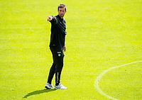 01/07/14<br /> CELTIC TRAINING<br /> AUSTRIA<br /> Celtic manager Ronny Deila gives out instructions