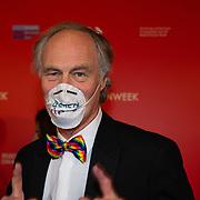NLD/Amsterdam/20200307 - Boekenbal 2020, man maakt een statement met kapje voor zijn mond voor meer boekenvirus