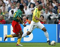 FOOTBALL - CONFEDERATIONS CUP 2003 - GROUP B - 030619 - BRASIL v KAMERUN - ADRIANO (BRA) / RIGOBERT SONG (CAM) - PHOTO GUY JEFFROY / DIGITALSPORT