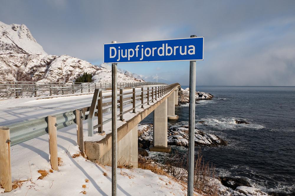 Djupfjordbrua er ei bru som krysser Djupfjorden i Moskenes kommune i Nordland. Brua er en 259 meter lang kassebru i stål, med lengste spenn på 83 meter. Den ble åpnet 3. juni 2003.