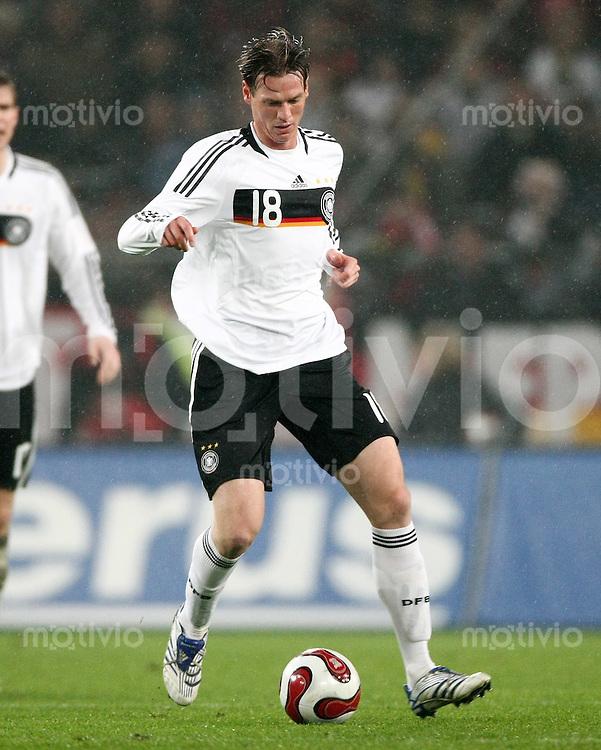 FUSSBALL  INTERNATIONAL  DEUTSCHE NATIONALMANNSCHAFT Tim BOROWSKI (Deutschland), Einzelaktion am Ball