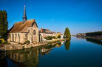 France, Bourgogne-Franche-Comté, Yonne (89), Sens, église Saint-Maurice au bord de l' Yonne// France, Burgundy, Yonne, Sens, Saint-Maurice church on the Yonne river