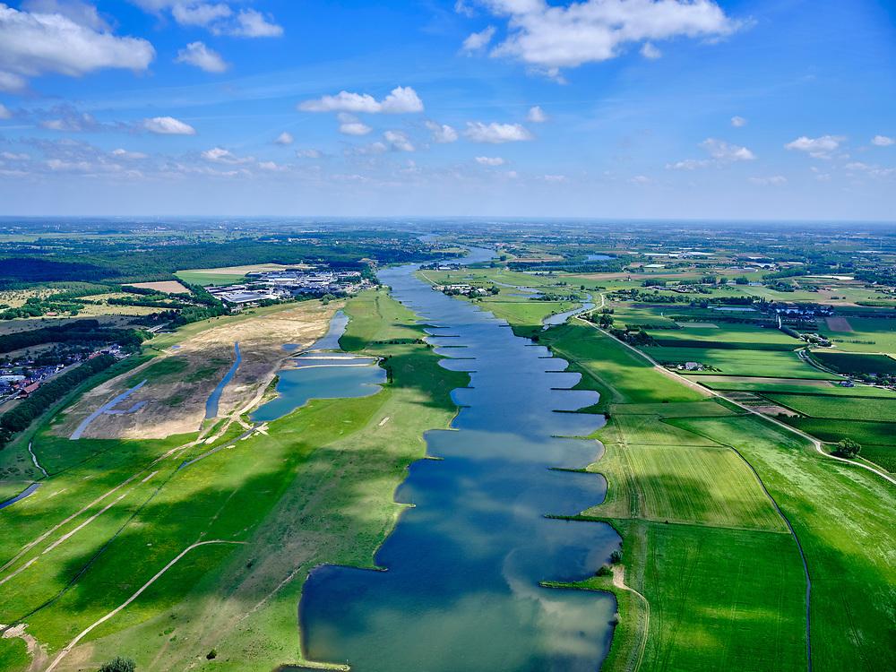 Nederland, Gelderland, Gemeente Buren, 27-05-2020; Rijnbandijk en Neder-rijn. Na het hoogwater van 1995 is de dijk versterkt en verbeterd. In de achtergrond de Elster Buitenwaarden (tussen Elst en Remmerden).<br /> Rhine winterdyke. After the flood of 1995, the dike was strengthened and improved.<br /> <br /> luchtfoto (toeslag op standaard tarieven);<br /> aerial photo (additional fee required)<br /> copyright © 2020 foto/photo Siebe Swart