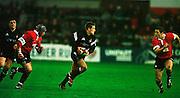 Gloucester, United Kingdom 20001223 Gloucester v Newcastle Premiership, Newcastle's Jonny Wilkinson, runs at the Gloucester defence [Mandatory Credit, Peter Spurrier/ Intersport Images] Played At Gloucester's Kingsholm Ground.