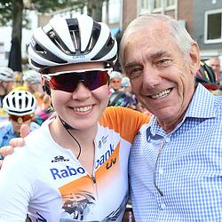 03-09-2016: Wielrennen: Ladies Tour: Tiel      <br />TIEL (NED) wielrennen   <br />Anna van der Breggen en de Beutwe Speaker Rinie Hermsen