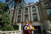 Spanien Spain,Mallorca Balearen....Soller....Gran Hotel de Soller, Kellnerin mit Tablett............