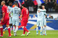 joie de Franck Ribery apres son but dans les bras de Mathieu Valbuena (France)
