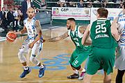 DESCRIZIONE : Avellino Lega A 2015-16 Sidigas Avellino Banco di Sardegna Sassari<br /> GIOCATORE : David Logan<br /> CATEGORIA : palleggio<br /> SQUADRA : Banco di Sardegna Sassari<br /> EVENTO : Campionato Lega A 2015-2016 <br /> GARA : Sidigas Avellino Banco di Sardegna Sassari<br /> DATA : 09/11/2015<br /> SPORT : Pallacanestro <br /> AUTORE : Agenzia Ciamillo-Castoria/A. De Lise <br /> Galleria : Lega Basket A 2015-2016 <br /> Fotonotizia : Avellino Lega A 2015-16 Sidigas Avellino Banco di Sardegna Sassari