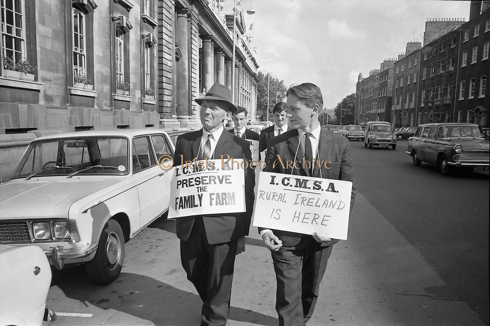 17/09/1968<br /> 09/17/1968<br /> 17 September 1968<br /> ICMSA pickets outside Government Buildings, Merrion Street, Dublin. Picture shows Irish Creamery Milk Suppliers Association pickets from Ballylanders, Co. Limerick: Charles Bailey; Patrick O'Donnell; Sam Upton and Liam Dinneen.