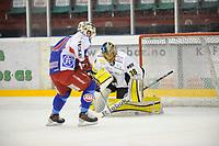 Ishockey , 2. April 2013, Sluttpill , NM , Finale <br /> Jordal Amfi , Kamp 1 ,<br /> Vålerenga Ishockey - Stavanger Oilers<br /> Henrik Holm - Oilers<br /> Tyler Donati _ Vålerenga<br /> Foto: Sjur Stølen , Digitalsport
