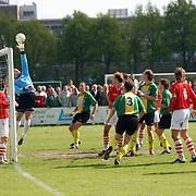 SV Huizen - Dovo 0-1, keeper Benny Geerts tikt over