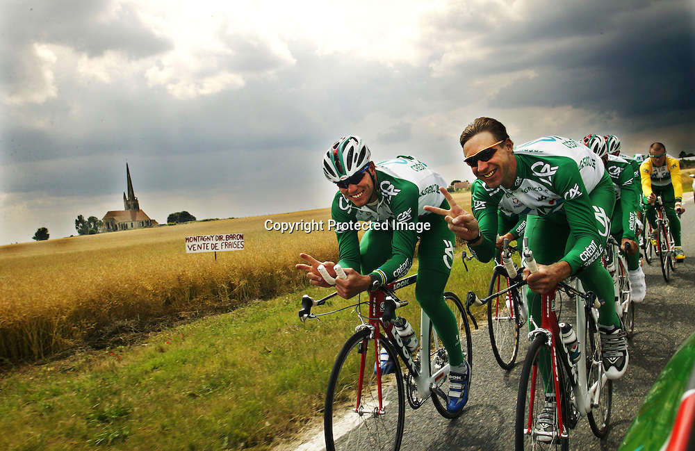 Paris 3.7.2003..Creditè Agricole og Thor Hushovd forbereder seg til Tour de France. Thor Hushovd og jens Voight......Foto: Daniel Sannum Lauten/Dagbladet *** Local Caption *** Hushovd,Thor;Voight,Jens