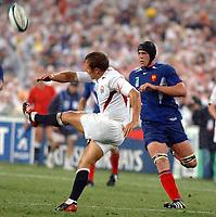 Photo. Steve Holland. England v France, Semi-final at the Telstra Stadium, Sydney. RWC 2003.<br />16/11/2003.<br />Jonny Wilkinson Kicks