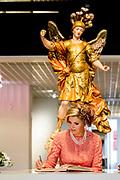 """Staatsbezoek van Koning Willem Alexander en Koningin Máxima, aan de Portugese Republiek.<br /> <br /> Statevisit of King Willem Alexander and Queen Maxima to the republic of Portugal<br /> <br /> Op de foto / On the photo: Koningspaar bezoekt Museo Nacional Arte Antiga en tentoonstelling """"Rembrandt, Rijksmuseum and Royal Collections / Royal couple visits Museo Nacional Arte Antiga and exhibition """"Rembrandt, Rijksmuseum and Royal Collections"""