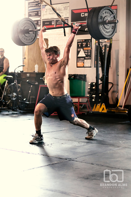 Brandon Alms Photography photo of a male athlete doing crossfit.