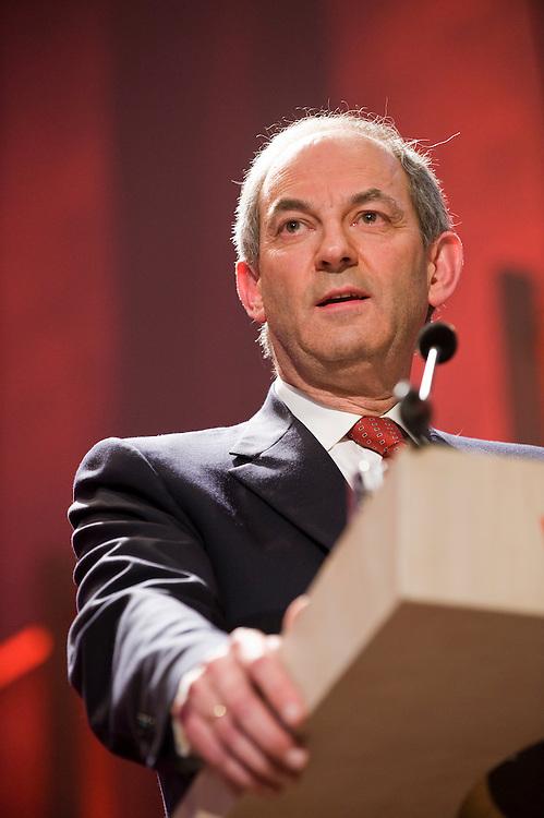 Nederland, Nijmegen, 25 april 2010.PvdA verkiezingscongres .Job Cohen is de nieuwe lijsttrekker van de PvdA. .Hij houdt een speech tot het congres.Foto (c)  Michiel Wijnbergh
