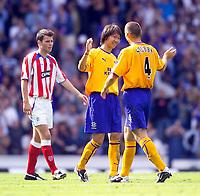 Fotball<br /> Treningskamp 26.07.2003<br /> Rangers v Everton<br /> Alan Stubbs gratulerer Li Tie med hans scoring<br /> Foto: Digiatlsport