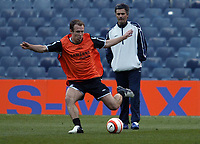 Photo: Chris Ratcliffe.<br />Chelsea Training Session. UEFA Champions League. 06/03/2006. <br />Chelsea's Arjen Robben is watched by Jose Mourinho.