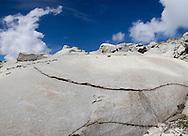 Passo del Forno, enormi massi levigati sul sentiero.