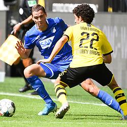 27.06.2020, xmeix, 1.Fussball Bundesliga, Borussia Dortmund - TSG 1899 Hoffenheim, empor. v.l.n.r, <br /> Robert Skov (TSG 1899 Hoffenheim) gegen Mateu Morey Bauza (Borussia Dortmund)<br /> <br /> <br /> <br /> Foto: Sascha Meiser/APF/Pool/PIX-Sportfotos<br /> <br /> Nur für journalistische Zwecke!<br /> Only for editorial use!<br /> Nutzungsbedingungen: http://poolbilder.de/nutzungsvereinbarung.pdf<br /> <br /> Foto © PIX-Sportfotos *** Foto ist honorarpflichtig! *** Auf Anfrage in hoeherer Qualitaet/Aufloesung. Belegexemplar erbeten. Veroeffentlichung ausschliesslich fuer journalistisch-publizistische Zwecke. For editorial use only. DFL regulations prohibit any use of photographs as image sequences and/or quasi-video.
