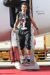 15.07.2014, Flughafen, Muenchen, GER, FIFA WM, Empfang der Weltmeister in Deutschland, Finale, im Bild Mats Hummels #5 (Deutschland) kommt aus der Maschiene // during Celebration of Team Germany for Champion of the FIFA Worldcup Brazil 2014 at the Flughafen in Muenchen, Germany on 2014/07/15. EXPA Pictures © 2014, PhotoCredit: EXPA/ Eibner-Pressefoto/ Kolbert  *****ATTENTION - OUT of GER*****