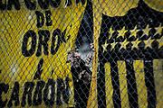 20170527/ Javier Calvelo - adhocFOTOS/ URUGUAY/ MONTEVIDEO/ CAMPEONATO URUGUAYO 2017/ TORNEO INTERMEDIO/ 1ª FECHA/ Cancha: Estadio Campeón del Siglo/ Peñarol de local ante Fénix en el Estadio  Campeón del Siglo por la 1° fecha del Torneo Intermedio 2017. <br /> En la foto:  Hinchas de Peñarol por la 1° fecha del Intermedio en el Estadio Campeón del Siglo. Foto: Javier Calvelo/ adhocFOTOS