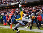 Green Bay Packers' Sam Shields (front) and Chicago Bears' Alshon Jeffery battle for the ball during the second half of their NFL football game at Soldier Field in Chicago, December 16, 2012. REUTERS/Jim Young (UNITED STATES)