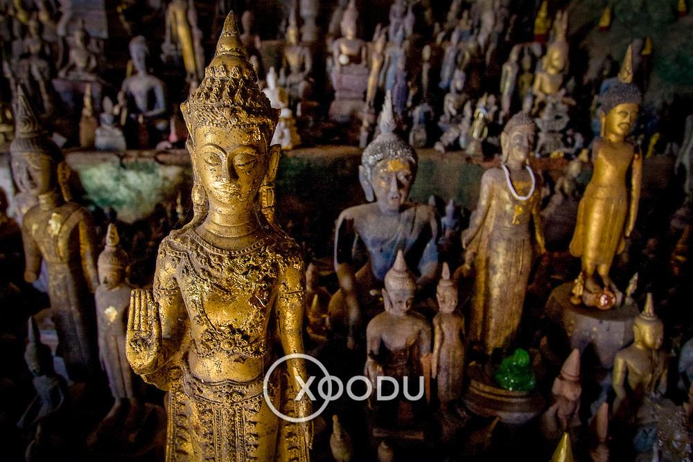 Buddha statues in Tham Ting (Pak Ou) cave (, Laos - Nov. 2008) (Image ID: 081126-0956221a)
