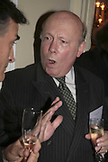 Julian Fellowes, The Colman Getty Pen Quiz, Cafe Royal. London. 27 November 2006. ONE TIME USE ONLY - DO NOT ARCHIVE  © Copyright Photograph by Dafydd Jones 66 Stockwell Park Rd. London SW9 0DA Tel 020 7733 0108 www.dafjones.com
