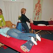 NLD/Bussum/20051122 -  Workshops en massages tijdens Dag voor je Welzijn in Bussum