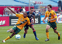 Fotball<br /> Foto: imago/Digitalsport<br /> NORWAY ONLY<br /> <br /> 06.05.2006 <br /> Kyle Veris (Los Angeles Galaxy, li.) gegen Clint Dempsey (New England Revolution, Mitte)