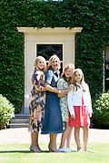 Zomerfotosessie 2018 bij Villa de Eikenhorst in Wassenaar<br /> <br /> Summer photo session 2018 at Villa de Eikenhorst in Wassenaar<br /> <br /> Op de foto / On the photo:  Koningin Maxima met prinses Amalia, prinses Ariane en prinses Alexia <br /> <br /> Queen Maxima  with Princess Amalia, Princess Ariane and Princess Alexia