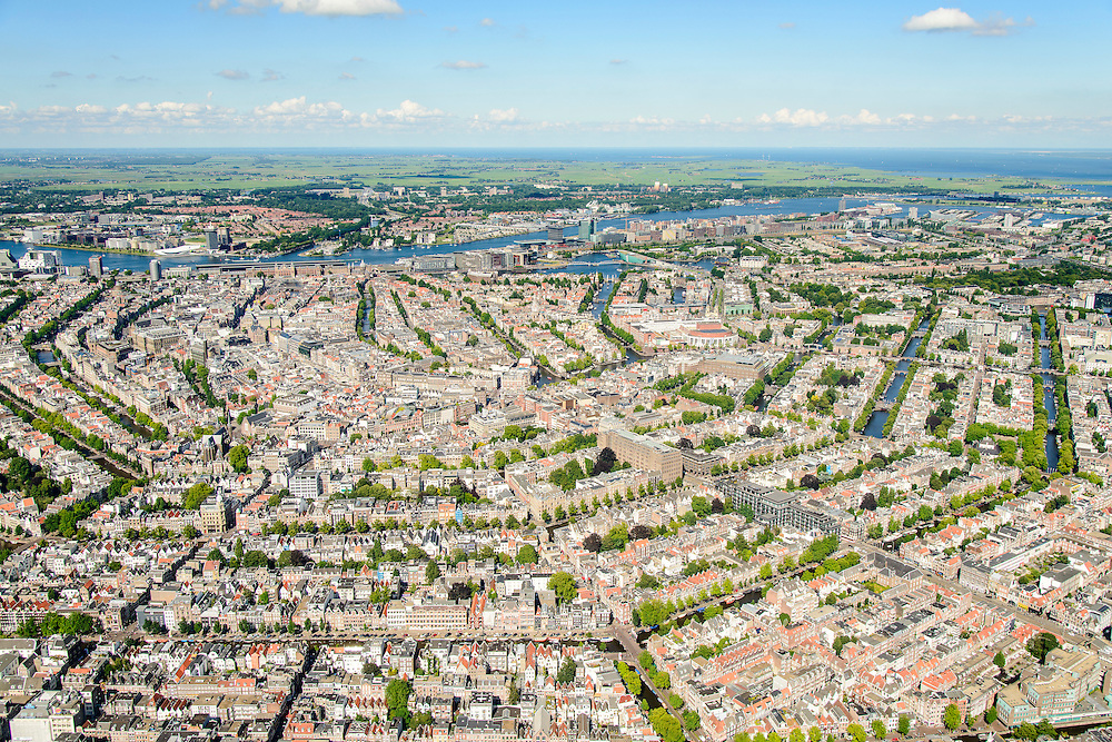 Nederland, Noord-Holland, Amsterdam, 01-08-2016; Overzicht Amsterdamse grachtengordel vanuit Amsterdam-Zuid richting Centraal Station en IJ. Amsterdam-Noord en Waterland aan de horizon.<br /> <br /> Overview Amsterdam with canals, in the direction of Central Station and banks of IJ. On the horizon Amsterdam-North and Waterland.<br /> luchtfoto (toeslag op standard tarieven);<br /> aerial photo (additional fee required);<br /> copyright foto/photo Siebe Swart