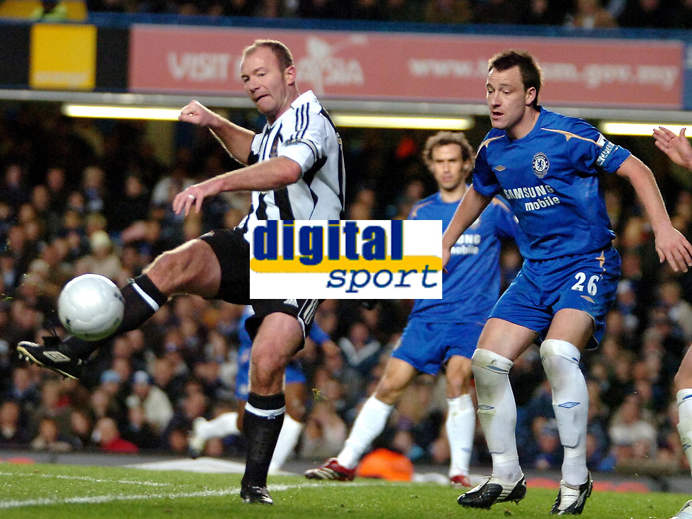 Photo: Ed Godden.<br /> Chelsea v Newcastle United. The FA Cup. 22/03/2006.<br /> Alan Shearer (L) passes the ball into the Chelsea area.
