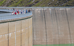 THEMENBILD - Touristen spazieren auf der Staumauer des Mooserboden Stausees, aufgenommen am 15. Juni 2017, Kaprun, Österreich // Tourists walk on the dam of the reservoir Mooserboden on 2017/06/15, Kaprun, Austria. EXPA Pictures © 2017, PhotoCredit: EXPA/ JFK