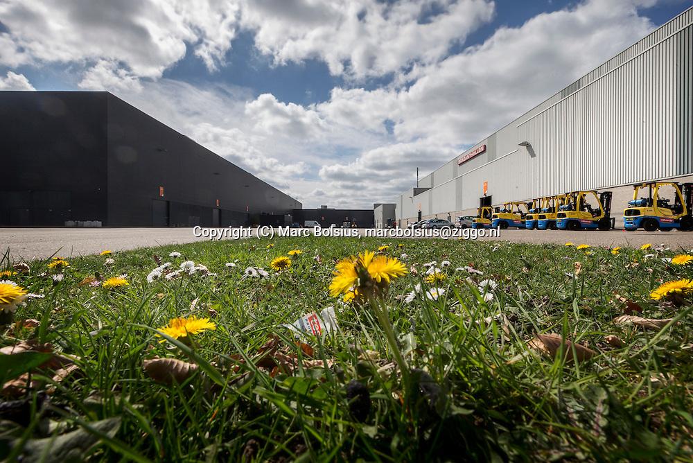 Nederland, aDen Bosch, uitbreiding van de Brabanthallen tussen de hallen in aan de Diezekade