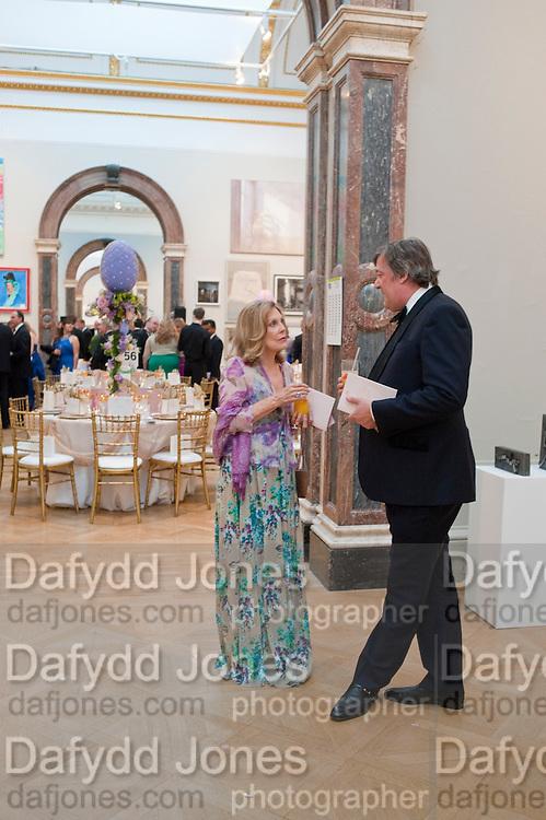 DAME GILLIAN SACKVILLE; STEPHEN FRY, Triennial Summer Ball, Royal Academy. Piccadilly. London. 20 June 2011. <br /> <br />  , -DO NOT ARCHIVE-© Copyright Photograph by Dafydd Jones. 248 Clapham Rd. London SW9 0PZ. Tel 0207 820 0771. www.dafjones.com.