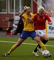 Fotball <br /> Privatlandskamp J16<br /> Fart Stadion <br /> 16.08.09<br /> Norge  v  Sverige  0-2<br /> Foto: Dagfinn Limoseth, Digitalsport<br /> Nina Thorne , Norge og Amanda Ilestedt , Sverige