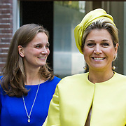 NLD/Amsterdam/20140930 - Konining Maxima opent museum Micropia, Eveline Hensel en Maxima,