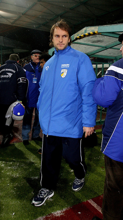 Braunschweig , 260107 , Saison 2006/2007 ; Fussball 2.Bundesliga Eintracht Braunschweig - FC Carl Zeiss Jena  Kai OSWALD (Jena) verletzt auf der Bank