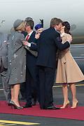 Staatsbezoek Denemarken - Dag 1. Aankomst van het Koninklijk gezelschap op vliegveld Kastrup<br /> <br /> State visit Denmark - Day 1. Arrival of the Royal Family at Kastrup airport<br /> <br /> op de foto / On the photo: Koning Willem-Alexander en Koningin Maxima met Prins Frederik en Prinses Mary