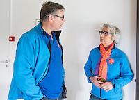 AMSTELVEEN -Arbitrage bij DOD C jeugd. Yolande Brada en Bart Jan van Woensel COPYRIGHT KOEN SUYK