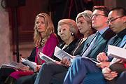 Uitreiking Prins Claus Prijs 2016 in het Koninklijk Paleis in Amsterdam.<br /> <br /> Op de foto:   prinses Mabel , prinses Beatrix  en prins Constantijn ///  Princess Mabel, Princess Beatrix and Prince Constantijn