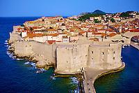 Croatie, Dalmatie, côte dalmate, Dubrovnik, centre historique classé Patrimoine Mondial de l'UNESCO, les remparts et le port // Croatia, Dalmatia, Dubrovnik, historical centre, Unesco World Heritage site, old town and harbour